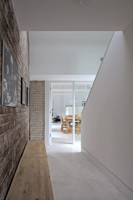 The Nook Converted Bakery Couloir, entrée, escaliers scandinaves par NRAP Architects Scandinave