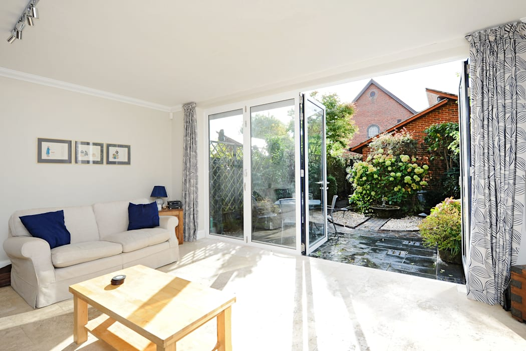 Bi Folds fitting into townhouse Modern windows & doors by ROCOCO Modern