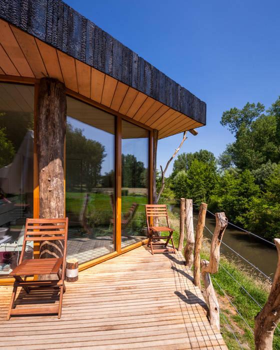 Zwarthout Shou Sugi Ban Modern balcony, veranda & terrace