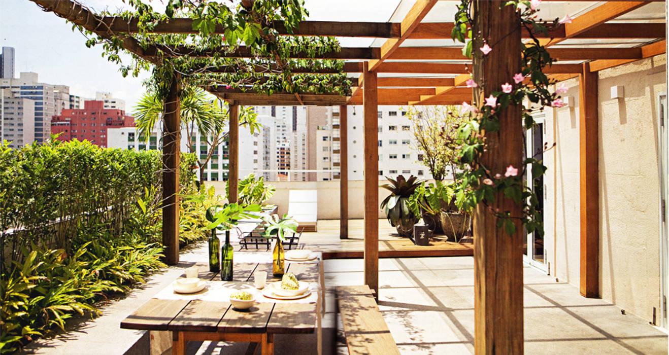 Balcones y terrazas modernos de SAO Arquitetura Moderno