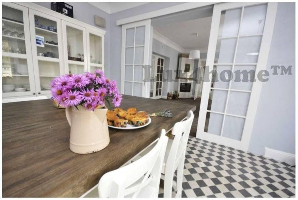 Mozaiki marmurowe na podłodze - szachownica: styl , w kategorii Kuchnia zaprojektowany przez Lux4home™