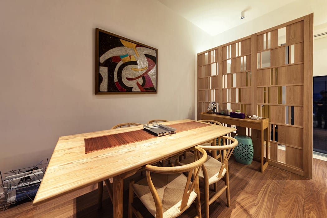 BI's RESIDENCE:  Dining room by arctitudesign,