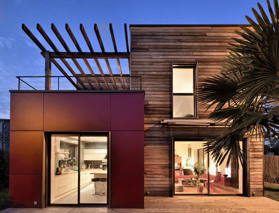 Vue de nuit: Maisons de style  par HELENE LAMBOLEY ARCHITECTE DPLG