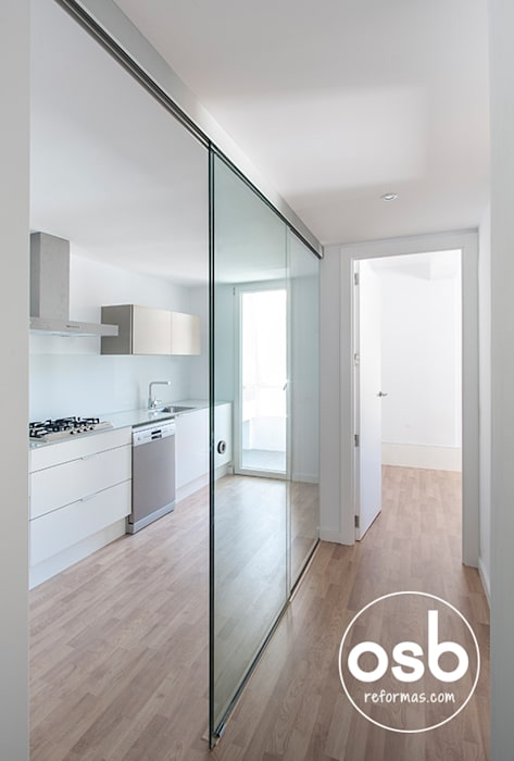 Minimalist corridor, hallway & stairs by osb arquitectos Minimalist