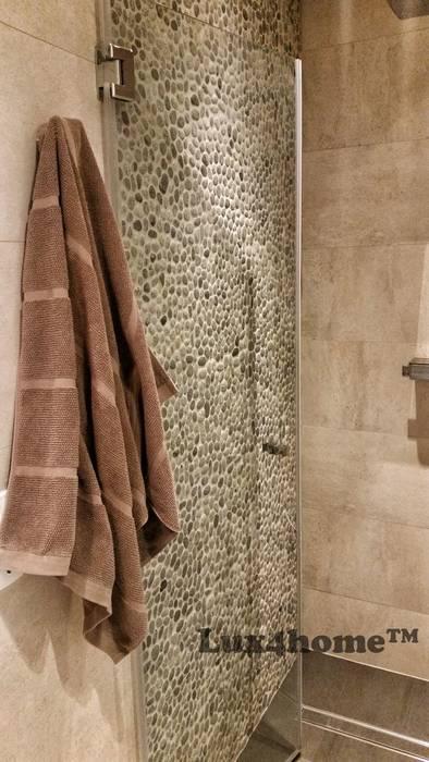 Prysznic - otoczaki na siatce: styl , w kategorii Łazienka zaprojektowany przez Lux4home™