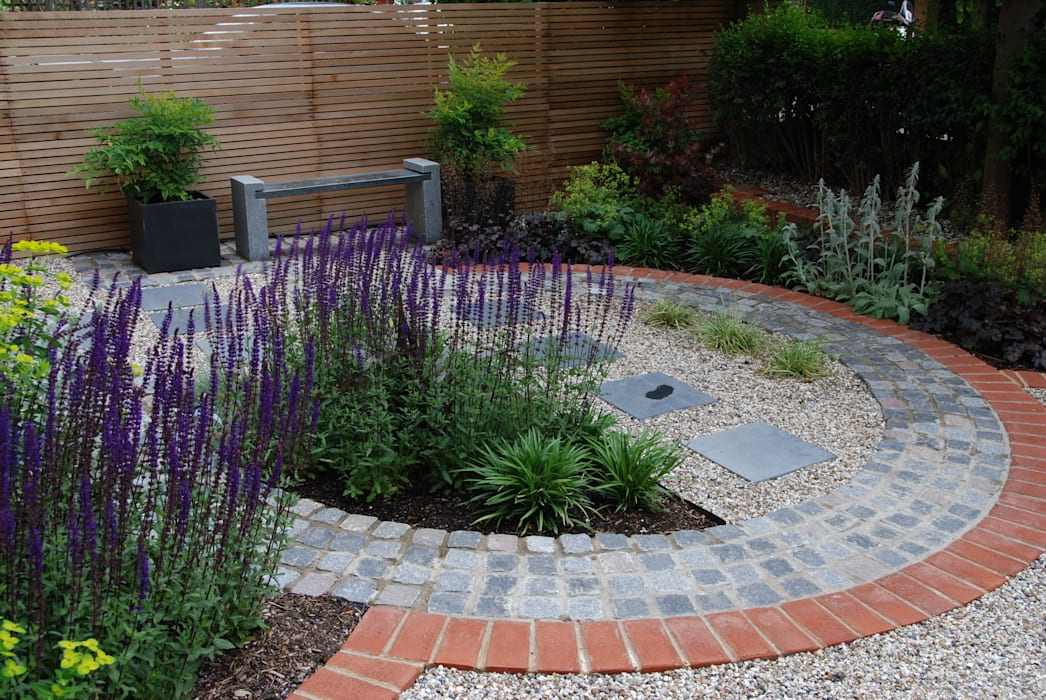 West London Contemporary Front Garden:  Garden by Christine Wilkie Garden Design