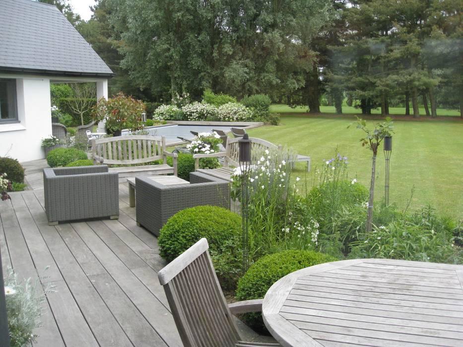 TERRASSE NATURE: Terrasse de style  par ISABELLE LECLERCQ DESIGN