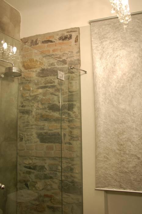 doccia: Bagno in stile in stile Minimalista di monica giovannelli architetto