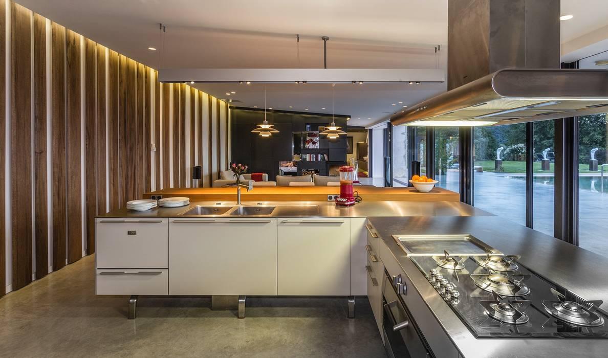 現代廚房設計點子、靈感&圖片 根據 VelezCarrascoArquitecto VCArq 現代風