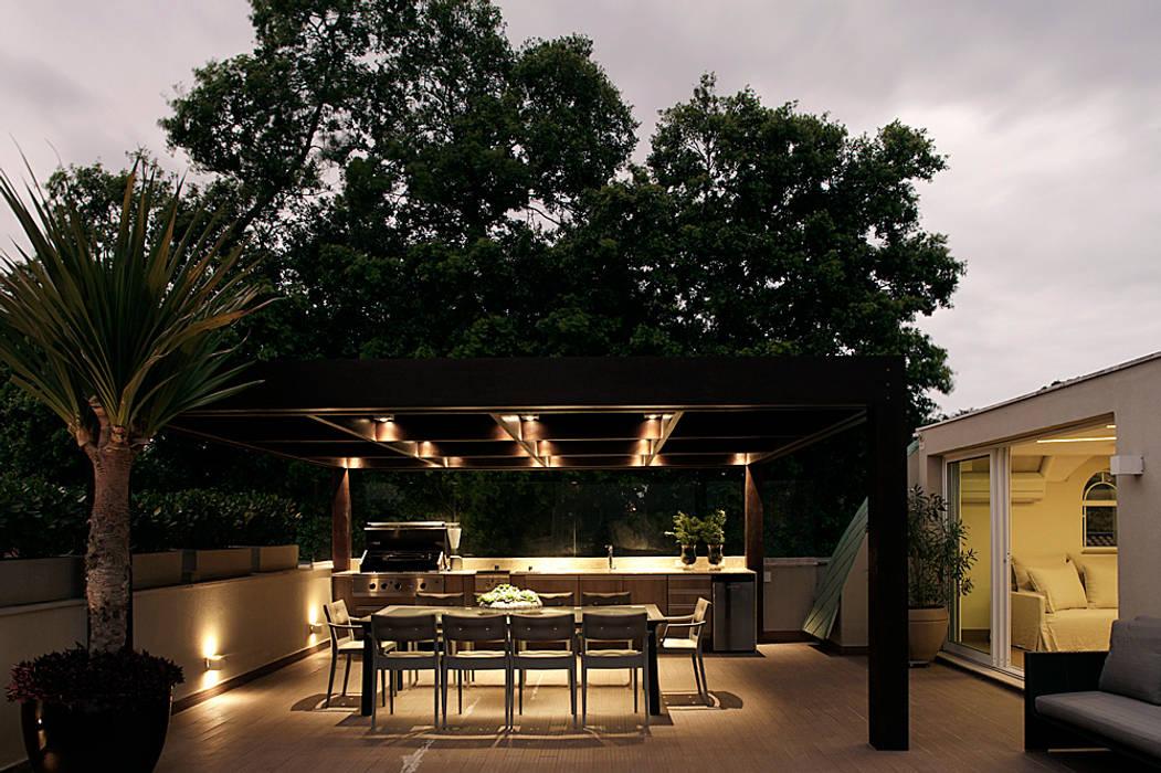 Terrasse de style  par Rafael Zalc Arquitetura e Interiores, Moderne