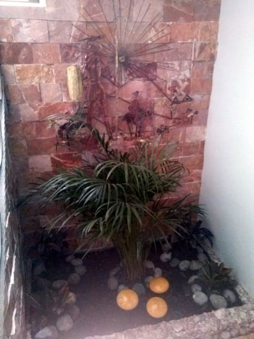 Jardín Interior en Escaleras: Jardines de estilo  por Estudio Ideas