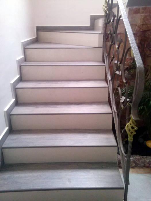 Escalera: Pasillos y recibidores de estilo  por Estudio Ideas