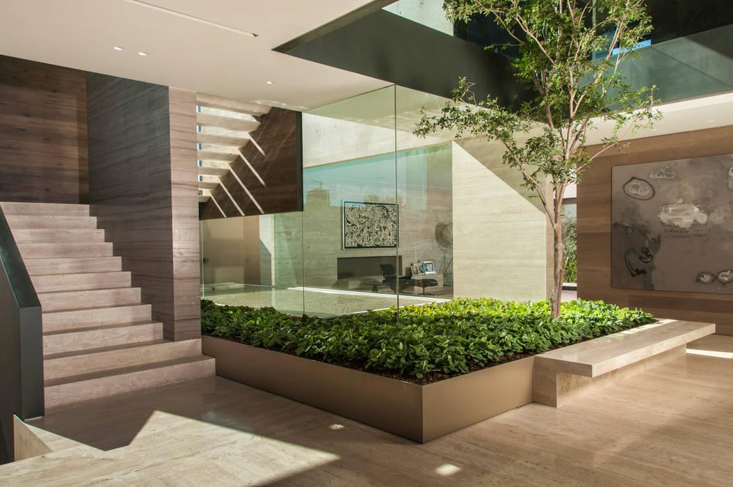 Corridor & hallway by Gantous Arquitectos,