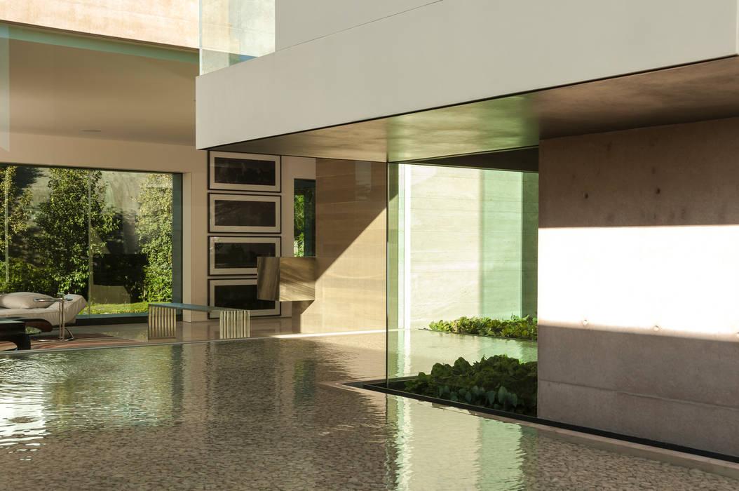 Corridor & hallway by Gantous Arquitectos, Modern