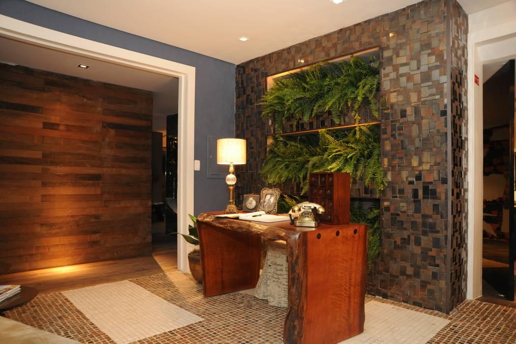 Koridor dan lorong oleh Folha Paisagismo, Modern