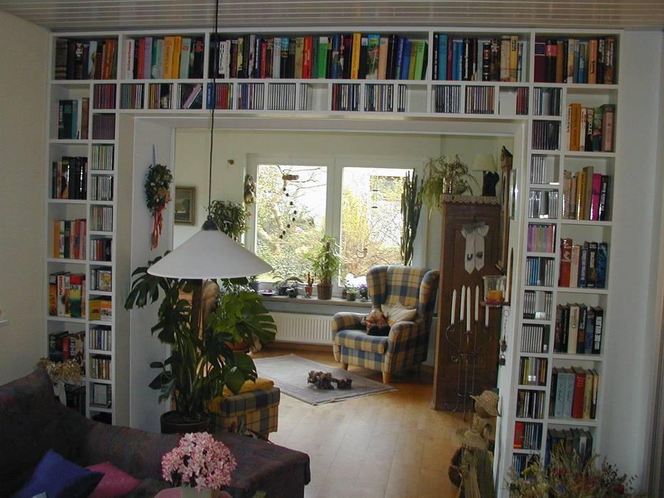 Bücherregal Und Cd Regal Wohnzimmer Von Phantastischlerei Homify