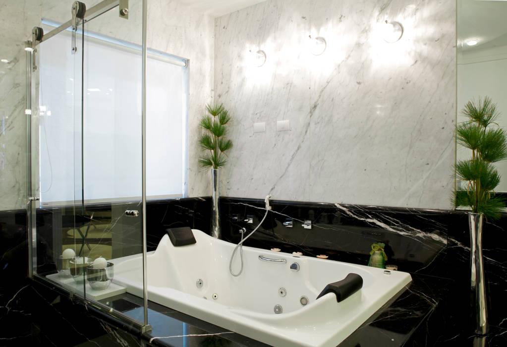 Casa Parque: Banheiros  por Designer de Interiores e Paisagista Iara Kílaris