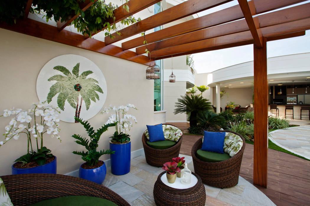 Vườn theo Designer de Interiores e Paisagista Iara Kílaris,