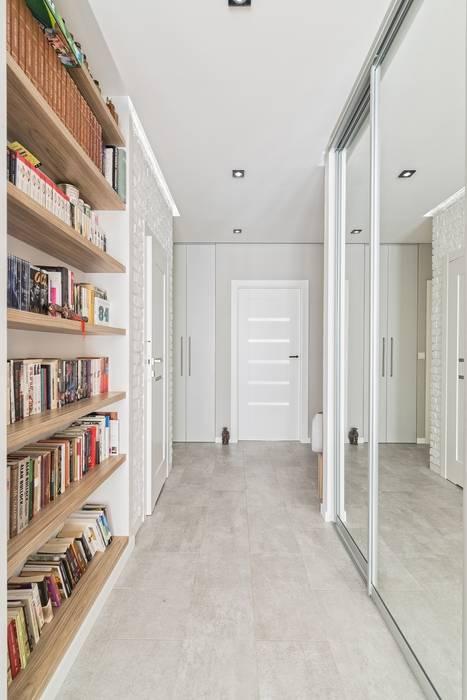 KRAMKOWSKA|PRACOWNIA WNĘTRZ Minimalist corridor, hallway & stairs
