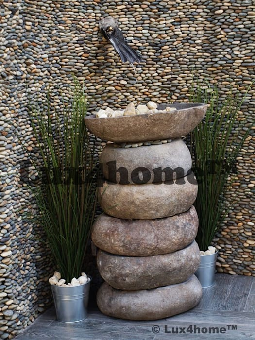 Kamienna ściana z otoczaków - Ściany z otoczaków - mozaika kamienna otoczaki Nowoczesne ściany i podłogi od homify Nowoczesny