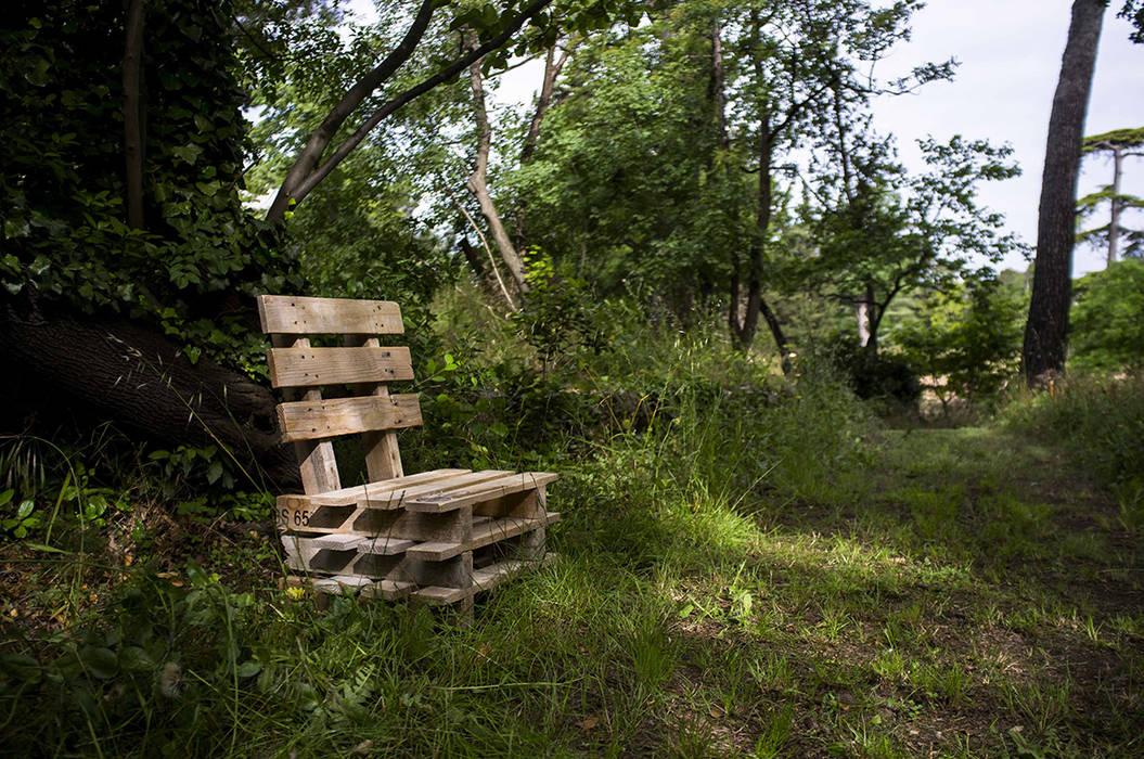 Le bois: Hôpitaux de style  par ESKIS Paysagistes