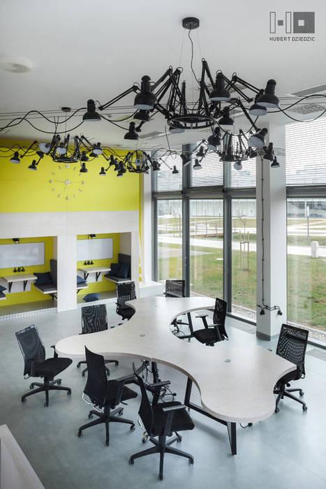 TRANSFEROWNIA - INKUBATOR TECHNOLOGICZNY BPN-T : styl , w kategorii Biurowce zaprojektowany przez Hubert Dziedzic Architektura Wnętrz