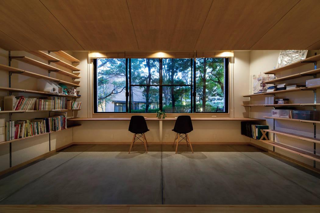 Bureau moderne par 株式会社 アポロ計画 リノベエステイト事業部 Moderne
