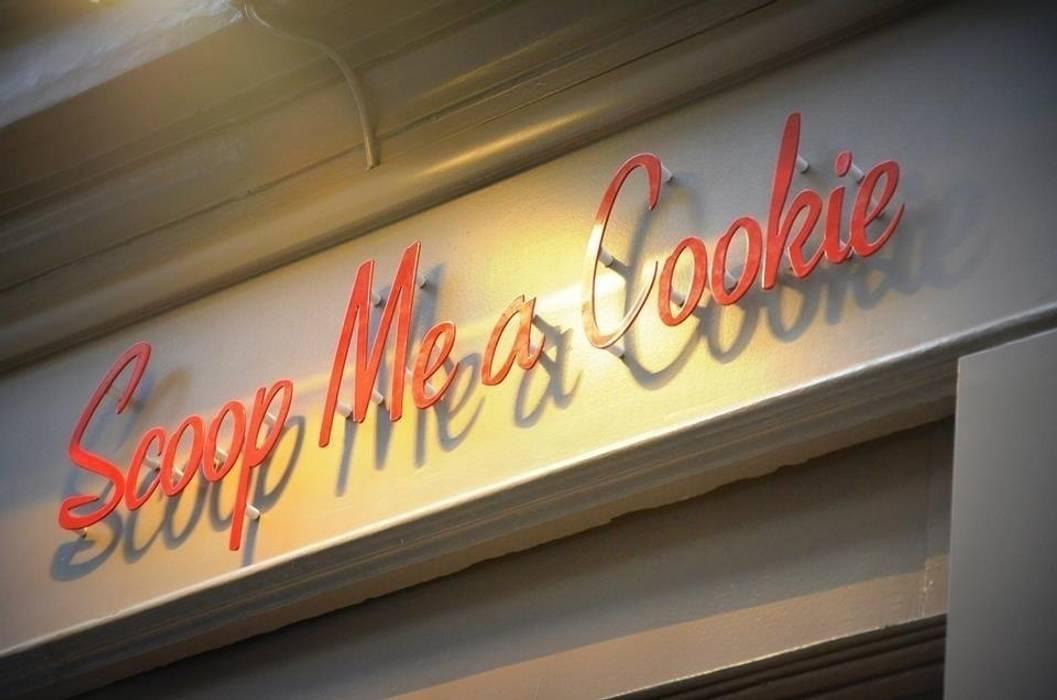 """Scoop Me a cookie - Boutique de cookies """"home made"""": Espaces commerciaux de style  par Agathe Convert, Création d 'Interieurs"""
