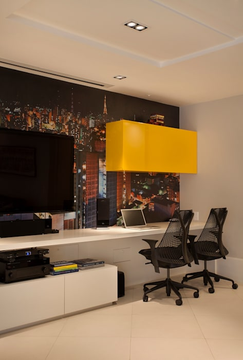 Salle multimédia moderne par Cadore Arquitetura Moderne