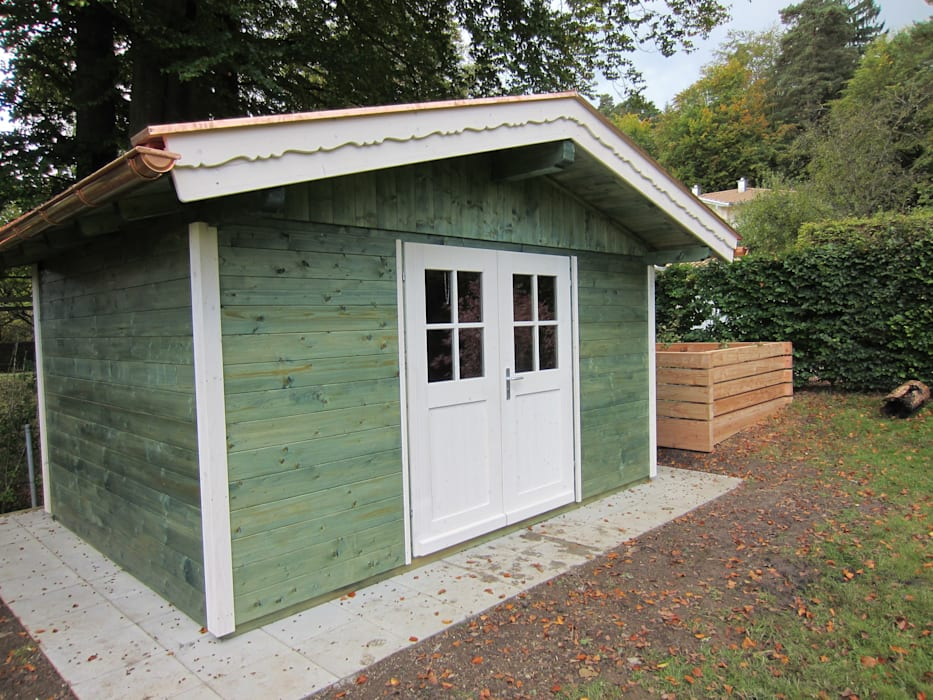Bunt gestrichenes Gartenhaus Röpfl Holzparadies GmbH Skandinavische Häuser