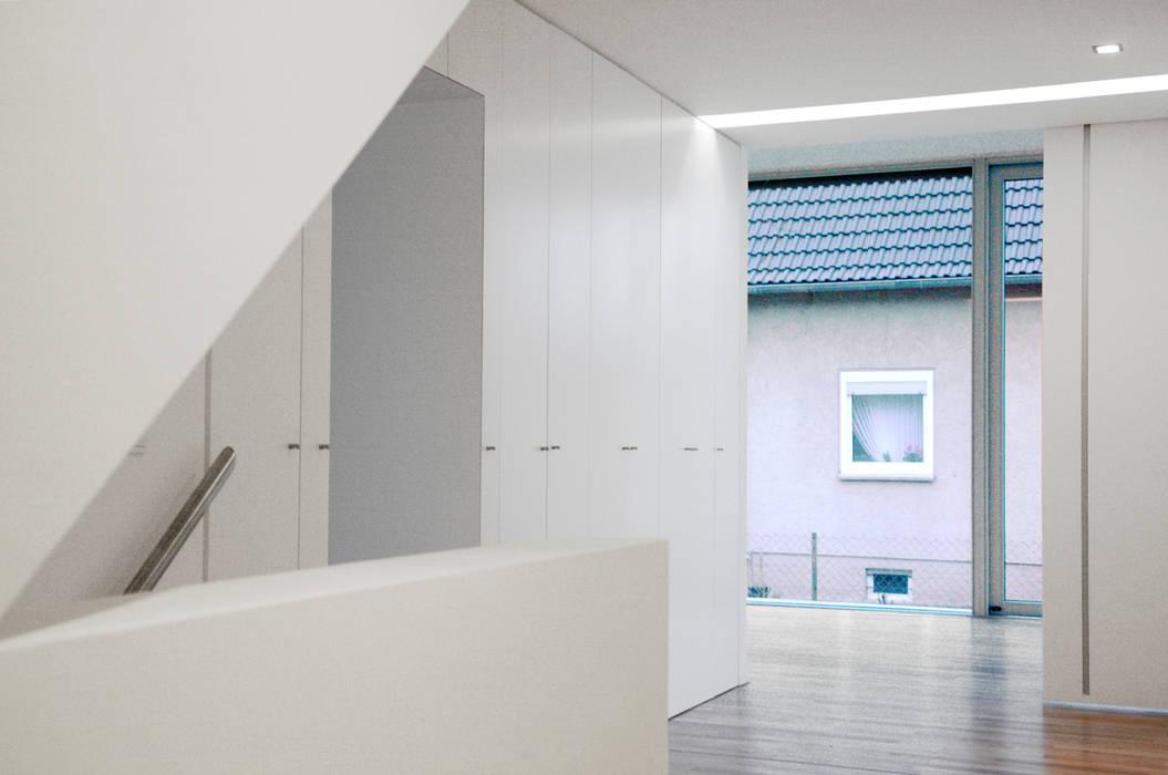 Modern Corridor, Hallway and Staircase by Oliver Keuper Architekt BDA Modern
