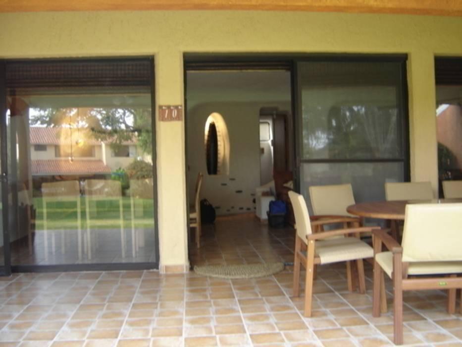 Pasillo Exterior para entrar a casa: Pasillos y recibidores de estilo  por Cenquizqui