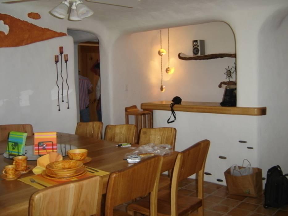 Comedor en interior con barra Comedores mediterráneos de Cenquizqui Mediterráneo