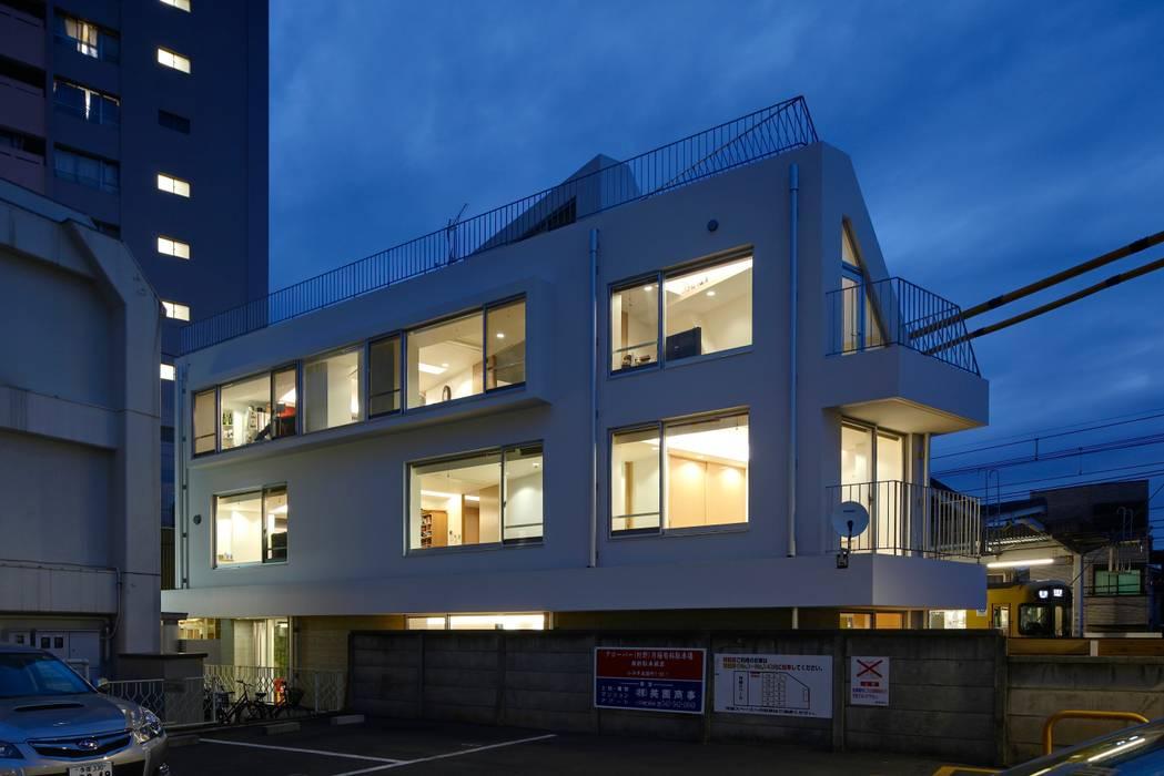 Rumah Modern Oleh 仲摩邦彦建築設計事務所 / Nakama Kunihiko Architects Modern