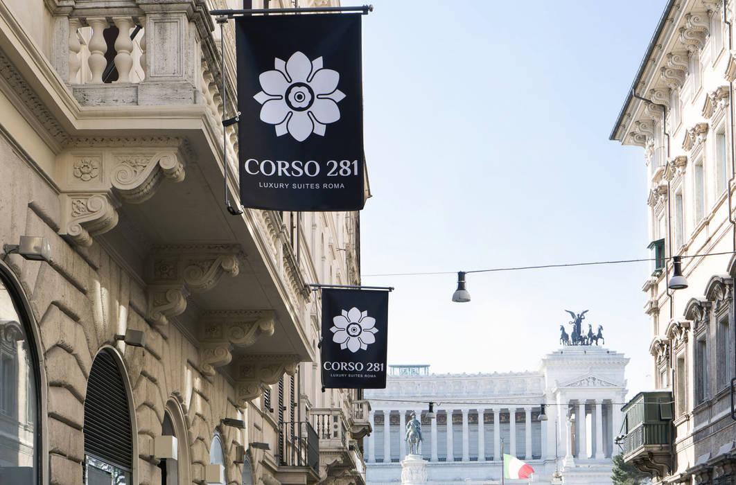 Nel cuore di Roma: Case in stile in stile Classico di CaberlonCaroppi ItalianTouchArchitects