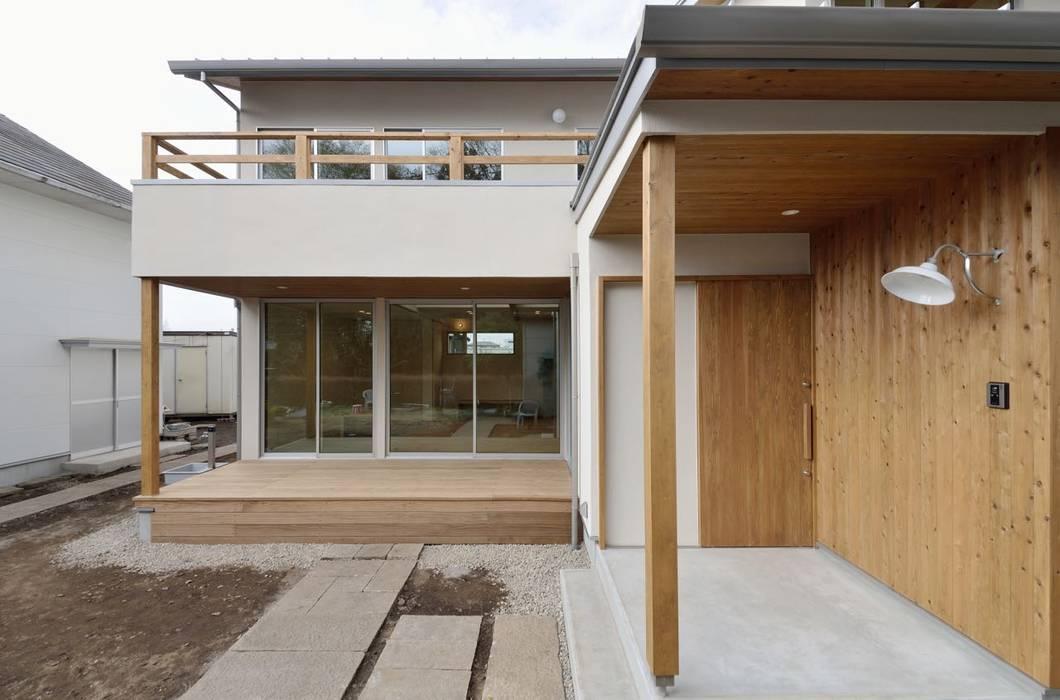 玄関周り: アトリエdoor一級建築士事務所が手掛けた家です。