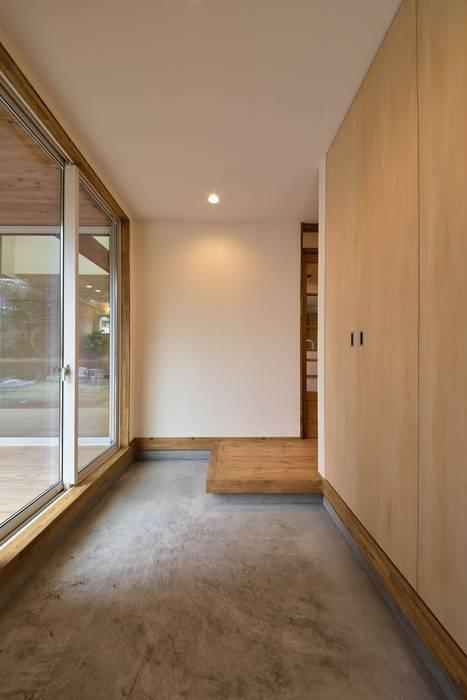 玄関内部 アトリエdoor一級建築士事務所 モダンスタイルの 玄関&廊下&階段