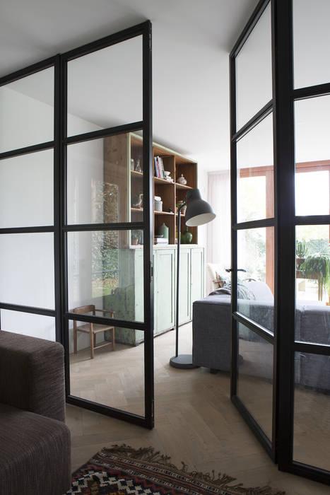 Puertas y ventanas modernas de Boks architectuur Moderno