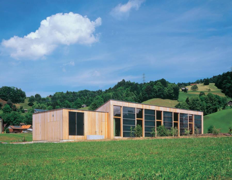 Dietrich Schwarz Architekten AG Case in stile minimalista