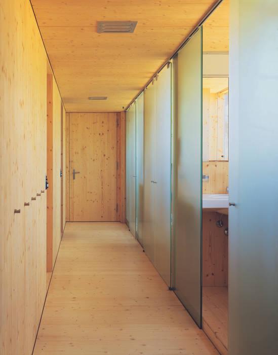 Minimalist corridor, hallway & stairs by Dietrich Schwarz Architekten AG Minimalist