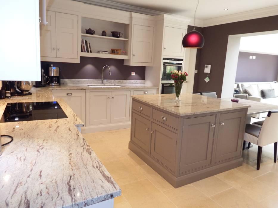 Kitchens made in Harrogate by Inglish Design INGLISH DESIGN KitchenCabinets & shelves