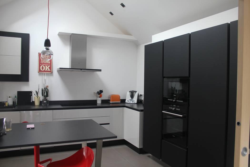 Cuisine: Cuisine de style de style Moderne par Fabrick d'Architecture Nantaise