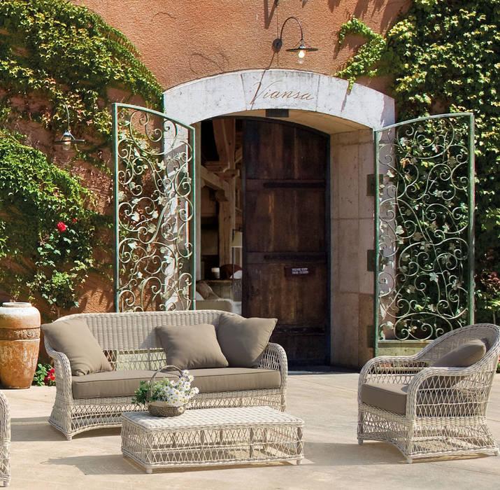 Kosmos | Poltrona, Divano, Tavolino: Giardino in stile in stile Moderno di Andrea Bizzotto SpA