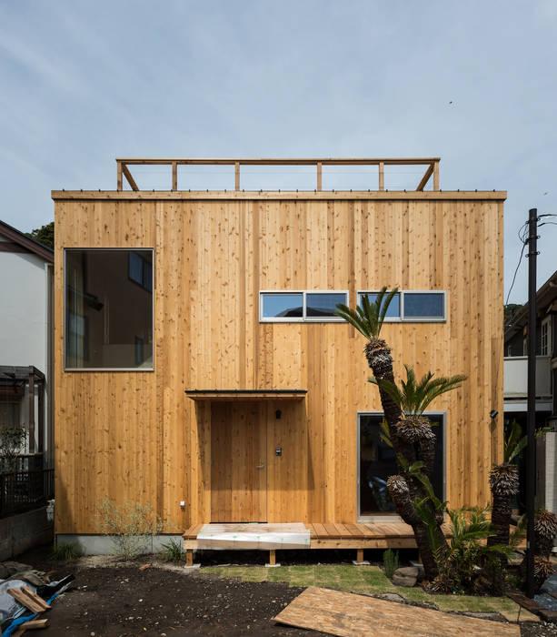 Casas de estilo  por エンジョイワークス一級建築士事務所,