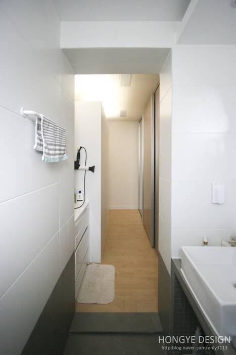 욕실: 홍예디자인의  욕실