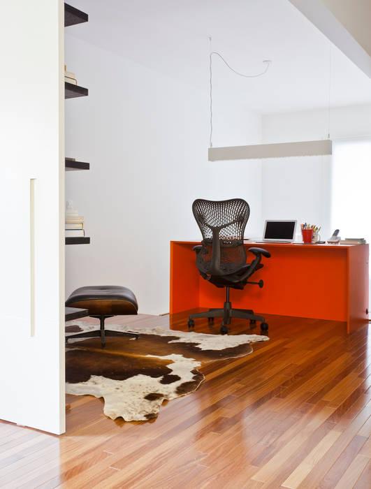 Projeto Araguari Corredores, halls e escadas modernos por Stuchi&Leite Projetos Moderno