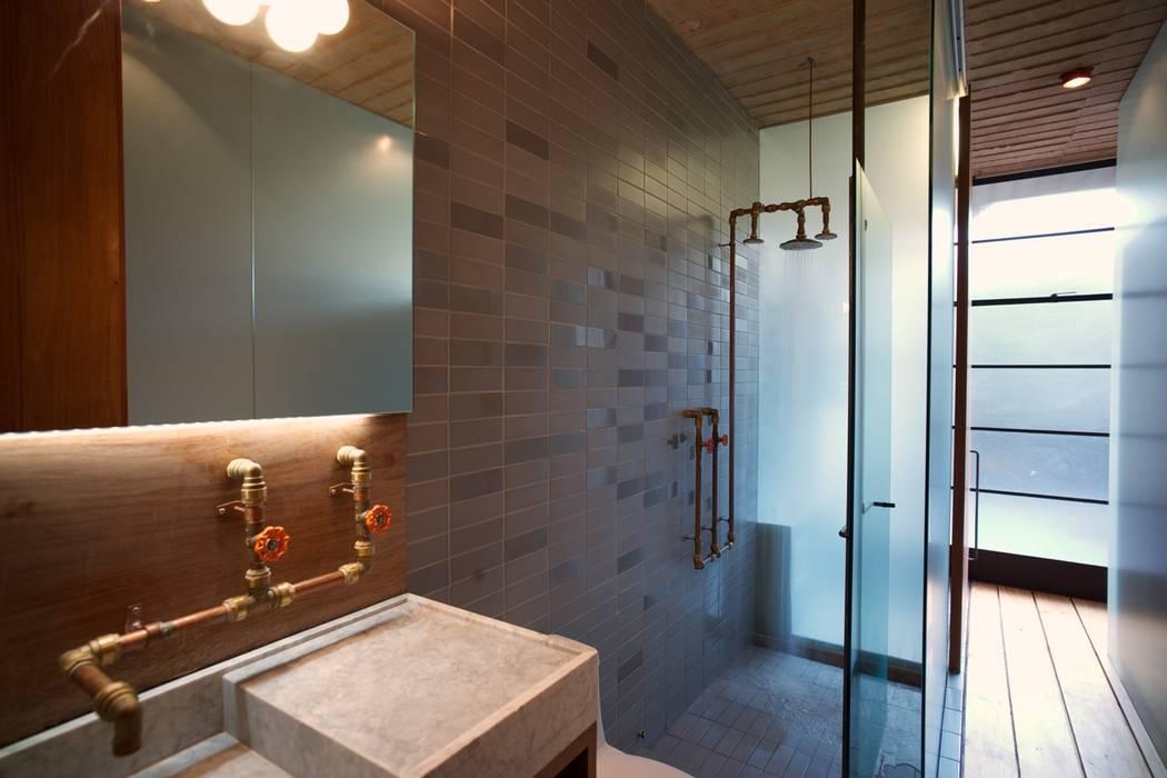 Bathroom by Alvaro Moragrega / arquitecto, Industrial