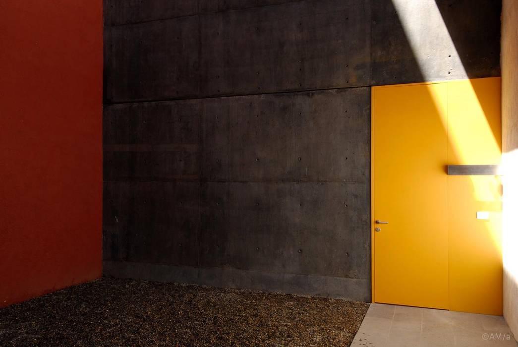 Puertas y ventanas de estilo industrial de Alvaro Moragrega / arquitecto Industrial