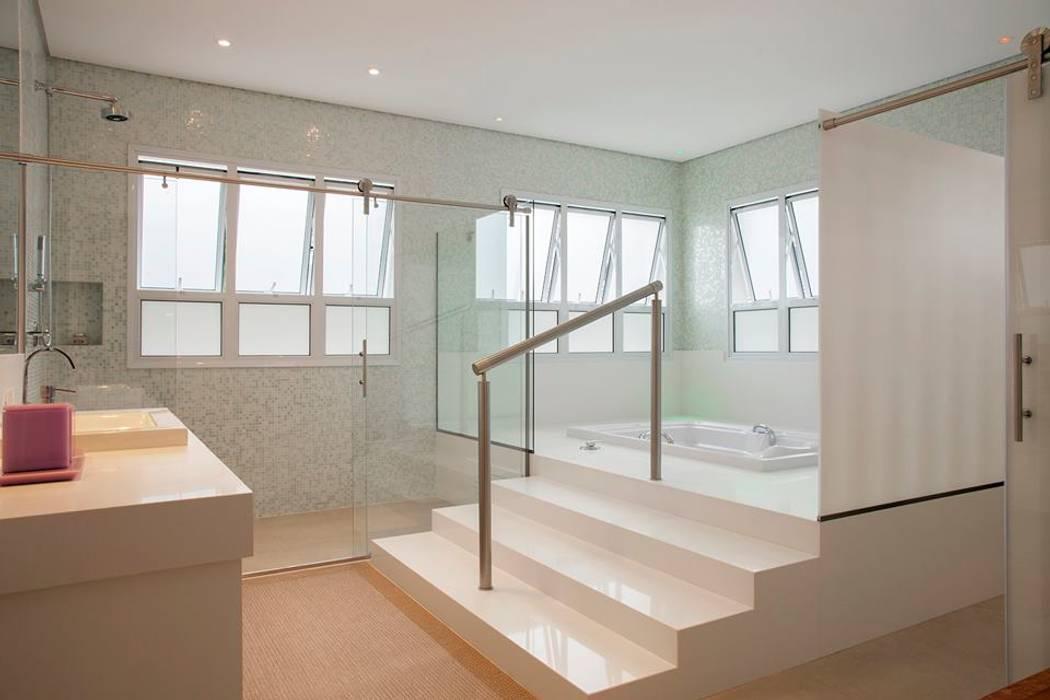 Hurban Liv Arquitetura & Interiores Casas de banho modernas