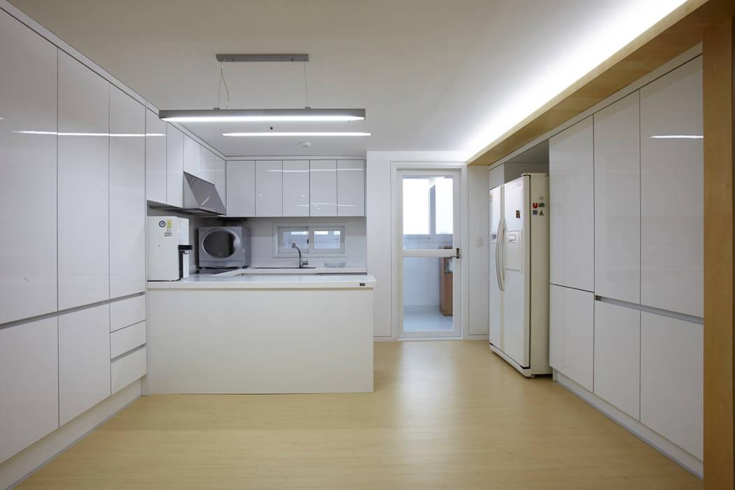 Modern kitchen by 스마트건축사사무소 Modern